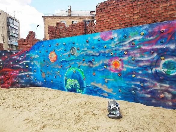 В одному з черкаських парків креативно розмалювали стіну