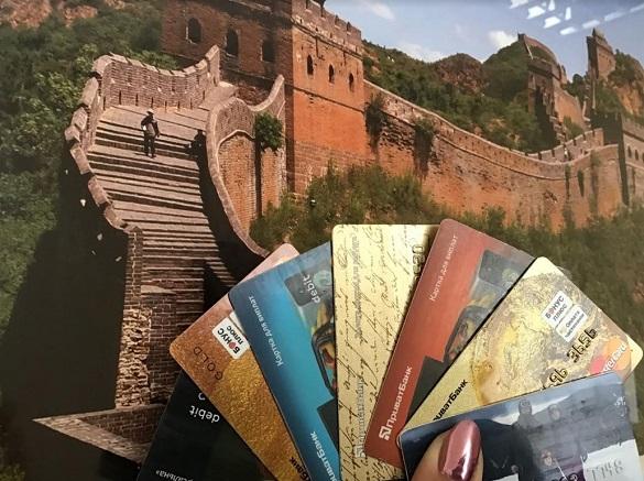 Банківська картка за кордоном - що потрібно знати?