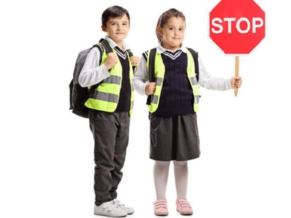 До уваги черкащан: із вересня учні молодших класів носитимуть світловідбивні жилети у темну пору доби