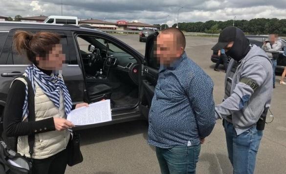 Спіймали із грошима: депутата Черкаської облради затримали на хабарі