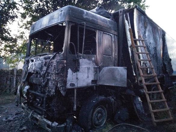 У Черкаському районі вщент згоріла вантажівка