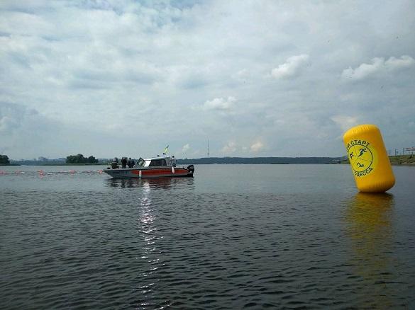 Під час запливу через Дніпро 82-річному черкащанину та молодику стало зле