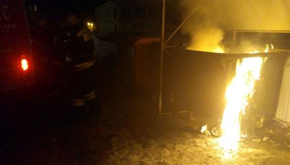 Уночі в Черкасах палали контейнери для сміття (ФОТО)
