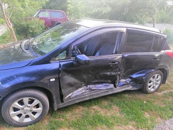 У Черкасах п'яний водій скоїв ДТП і втік: постраджали жінка та дитина (ВІДЕО)