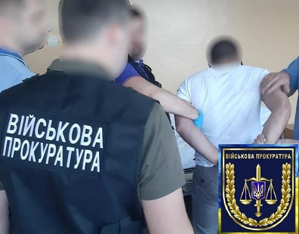 Черкаського поліцейського затримали на хабарі за знищення доказів
