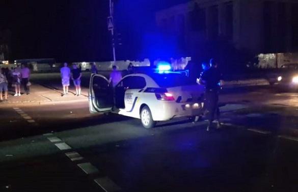 У центрі Черкас не розминулися таксі та поліцейська автівка (ФОТО, ВІДЕО)