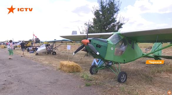Кілька десятків літаків з усієї України: на Черкащині пройшов авіафестиваль (ВІДЕО)