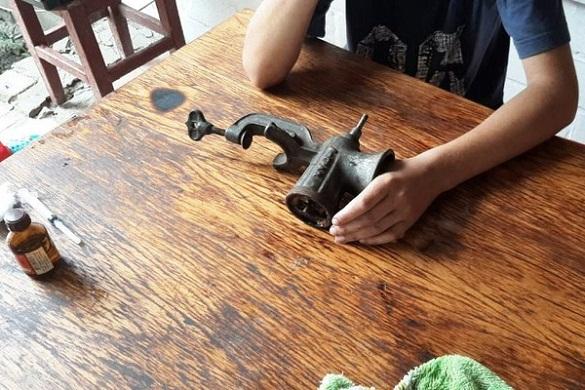 У Черкасах рятувальники звільнили з м'ясорубки палець 14-річного хлопця (ФОТО)