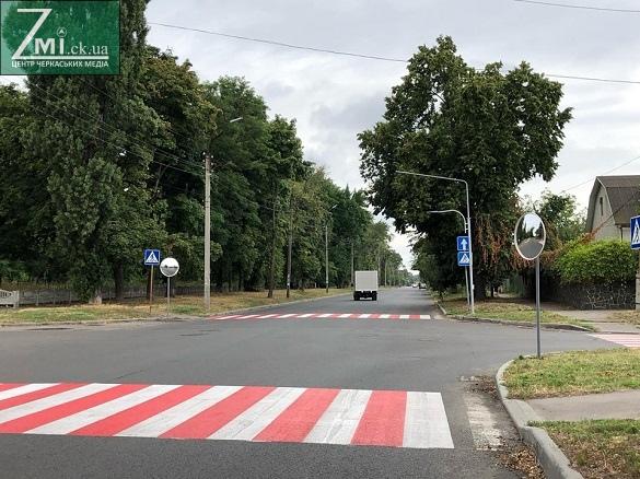 На аварійному перехресті в Черкасах встановили дзеркала (ФОТО)