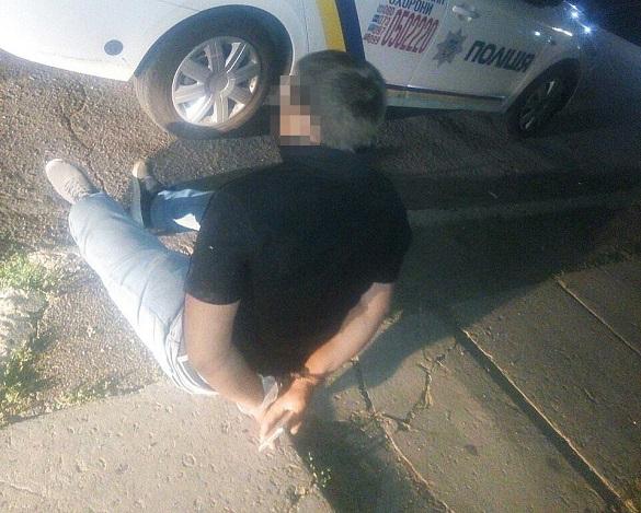 Біля одного із супермаркетів Черкас затримали дебошира, який побив жінку