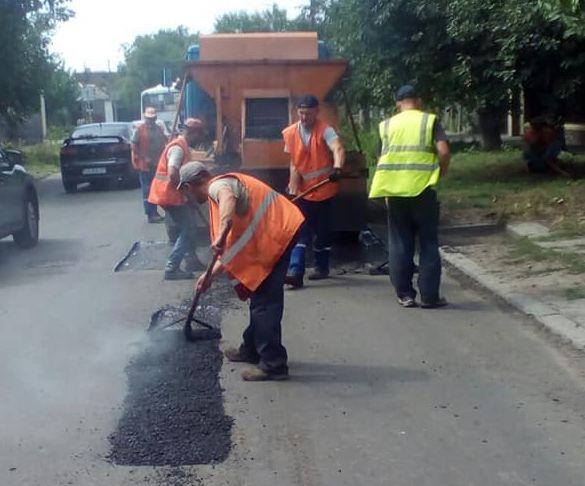 Черкаські комунальники відремонтували декілька доріг