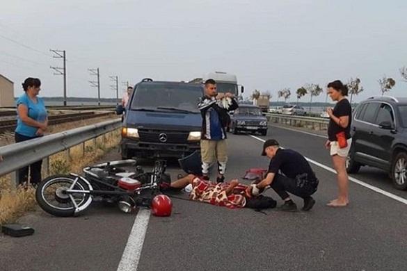 На черкаській дамбі мотоцикліст врізався у мікроавтобус (ФОТО)