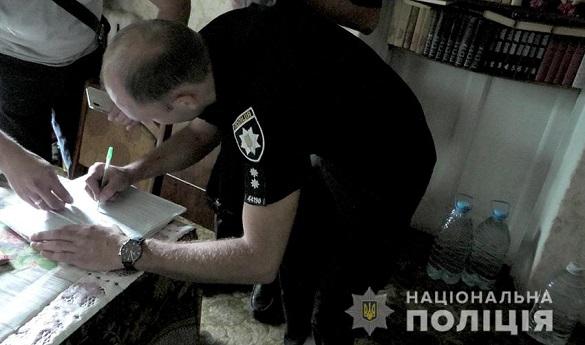 У Черкасах дільничний викрив точку з продажу самогону (фото, відео)