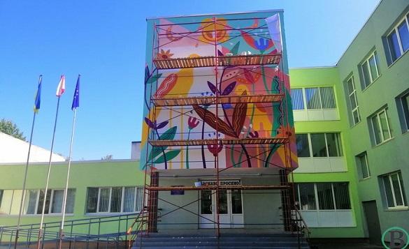 На черкаській школі з'явився мурал (ФОТО)
