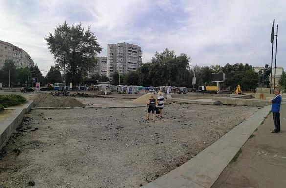 Жителям Черкас пояснили, чому спиляли дерево на площі 700-річчя (ФОТО)
