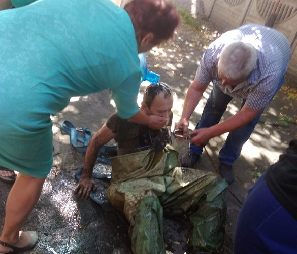 На Черкащині із колектора з нечистотами рятували чоловіків