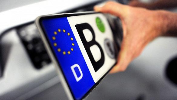 До уваги черкащан: президент внесе законопроект про відтермінування штрафів за нерозмитнені автомобілі