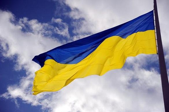 Урочисто і під гімн України у Кам'янці впав державний стяг
