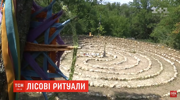 На межі Черкаської та Київської областей знайшли дивне поселення