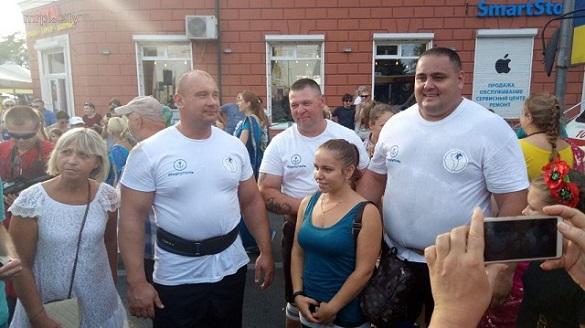Черкаський стронгмен разом із богатирями у Маріуполі встановив рекорд України (ВІДЕО)