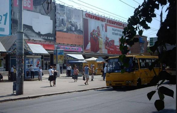 Біля Будинку торгівлі в Черкасах облаштують заїзну