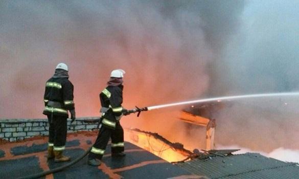 На Черкащині горів дах спортивно-оздоровчого центру: людей евакуювали