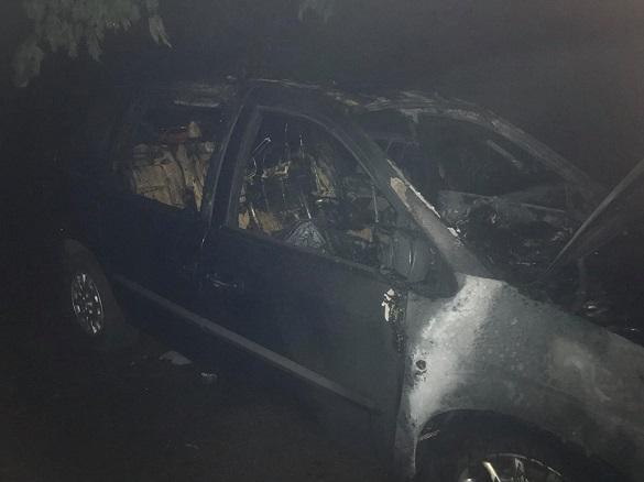 Вночі секретарю міської ради спалили автівку (ФОТО)