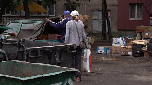 Мешканці багатоповерхівки на Сумгаїтській просять ліквідувати стихійний ринок (ВІДЕО)