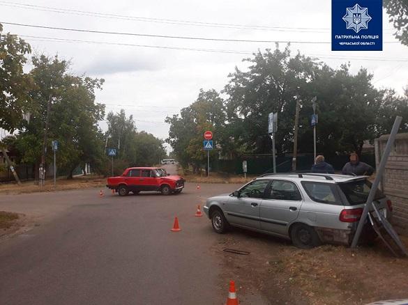 На розі вулиць у Черкасах не розминулися дві автівки: є потерпілий