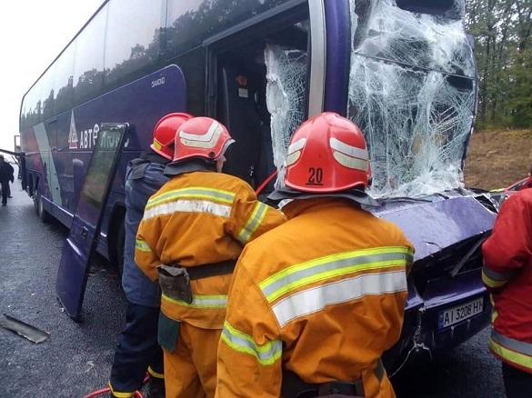 На Черкащині пасажирський автобус зіткнувся із вантажівкою (ФОТО)