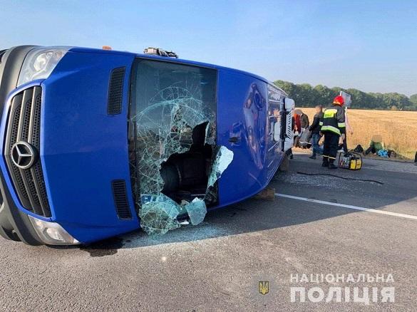 На Черкащині перекинувся рейсовий автобус: 11 постраждалих, один з яких помер у лікарні