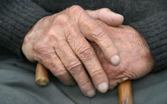 У Черкасах патрульні зібрали пакет із продуктами для 80-річного дідуся (ВІДЕО)