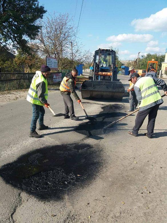 На Черкащині громада самотужки збирає кошти на ремонт дороги