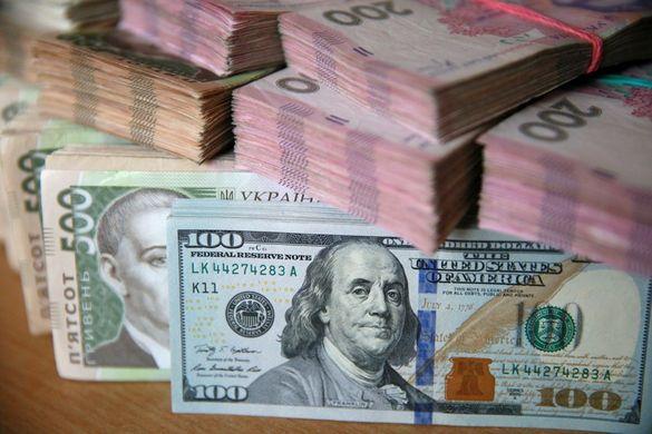 Як реагують черкащани на коливання курсу долара: банкіри про гроші та настрої містян
