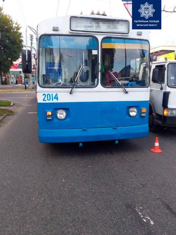 У Черкасах тролейбус збив дитину (ФОТО)