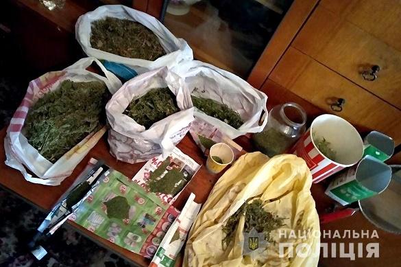 Понад кілограм канабісу: в Черкасах поліцейські затримали чоловіка, який збував наркотичні речовини