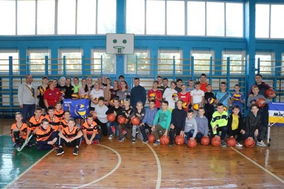 Черкаські спортсмени отримали новий інвентар