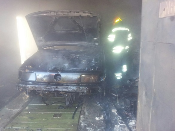 На Черкащині в гаражі згорів автомобіль