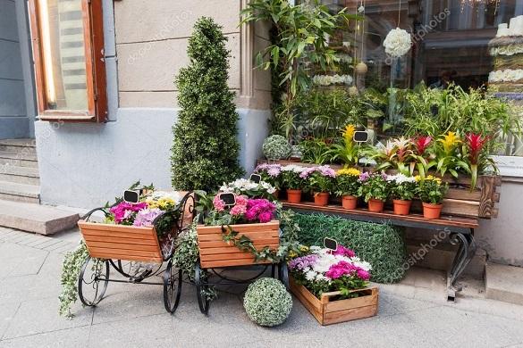 Прямо з-під носу: у Черкасах викрали візок для продажу квітів