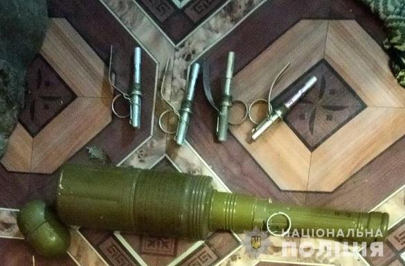 На Черкащині вдома у чоловіка вилучили боєприпаси