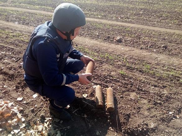 Дорогою додому черкащанин знайшов артилерійські снаряди