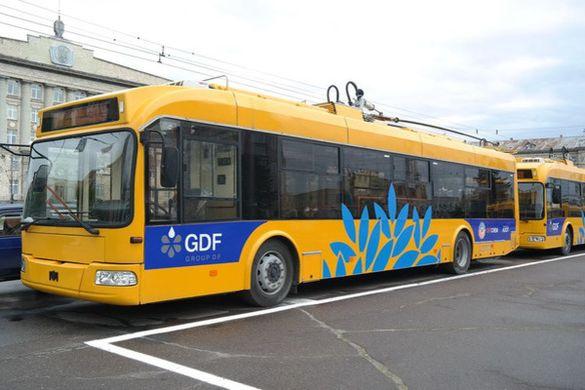 Утворили затор: у центрі Черкас зупинились тролейбуси