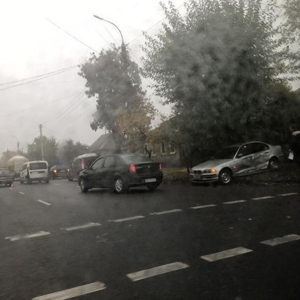 У Черкасах сталася ДТП за участі трьох авто