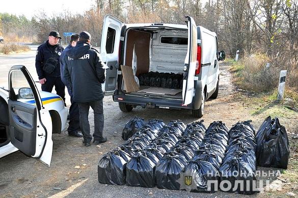 На автодорозі Черкаси-Сміла в автомобілі у чоловіка знайшли 210 пляшок із спиртом