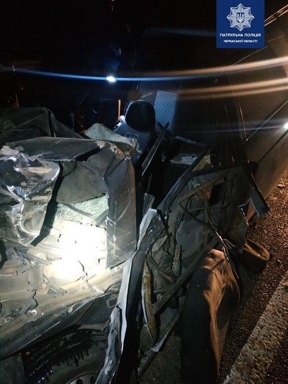 Загинули на місці: поблизу Благодатного автівка в'їхала у вантажівку (ФОТО)