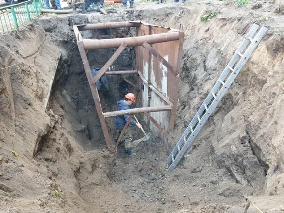 У Черкасах замінили 10 метрів каналізаційної труби