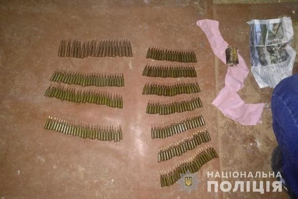 На Черкащині чоловік зберігав набої та вибухівку