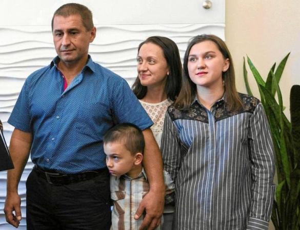 Нагорода за порятунок людей. Черкащанину та його родині дали польське громадянство