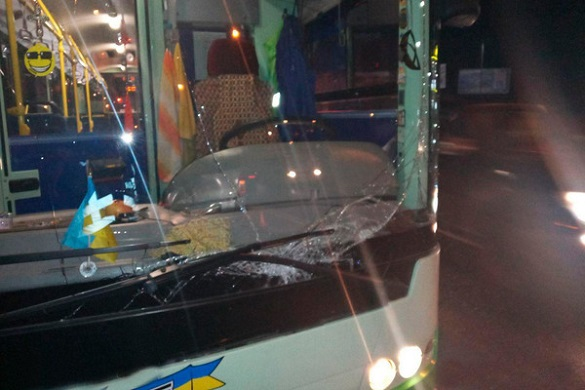 Є потерпілі: у Черкасах зіткнулися тролейбус та автівка (ФОТО)