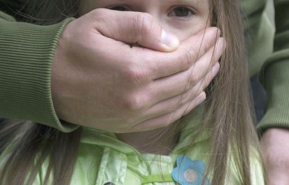 Педофіла, який розбещував малолітню на Черкащині, засудили до 6 років ув'язнення
